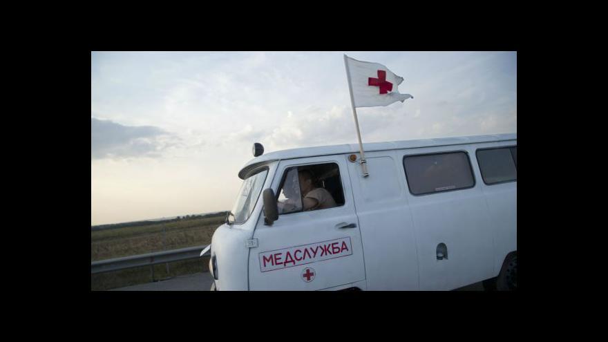 Video Jaceňuk odsoudil vyslání ruského humanitárního konvoje