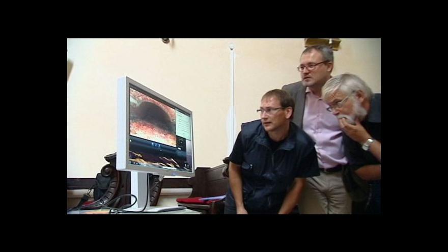 Video Badatelé odkrývají hrobku Přemyslovců v Opavě.