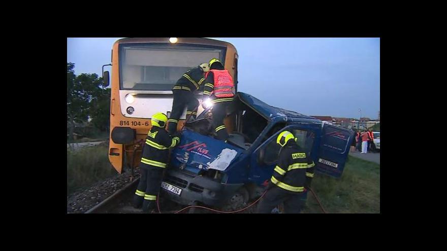 Video NO COMMENT: Odklízení nehody na vlakovém přejezdu ve Strážnici
