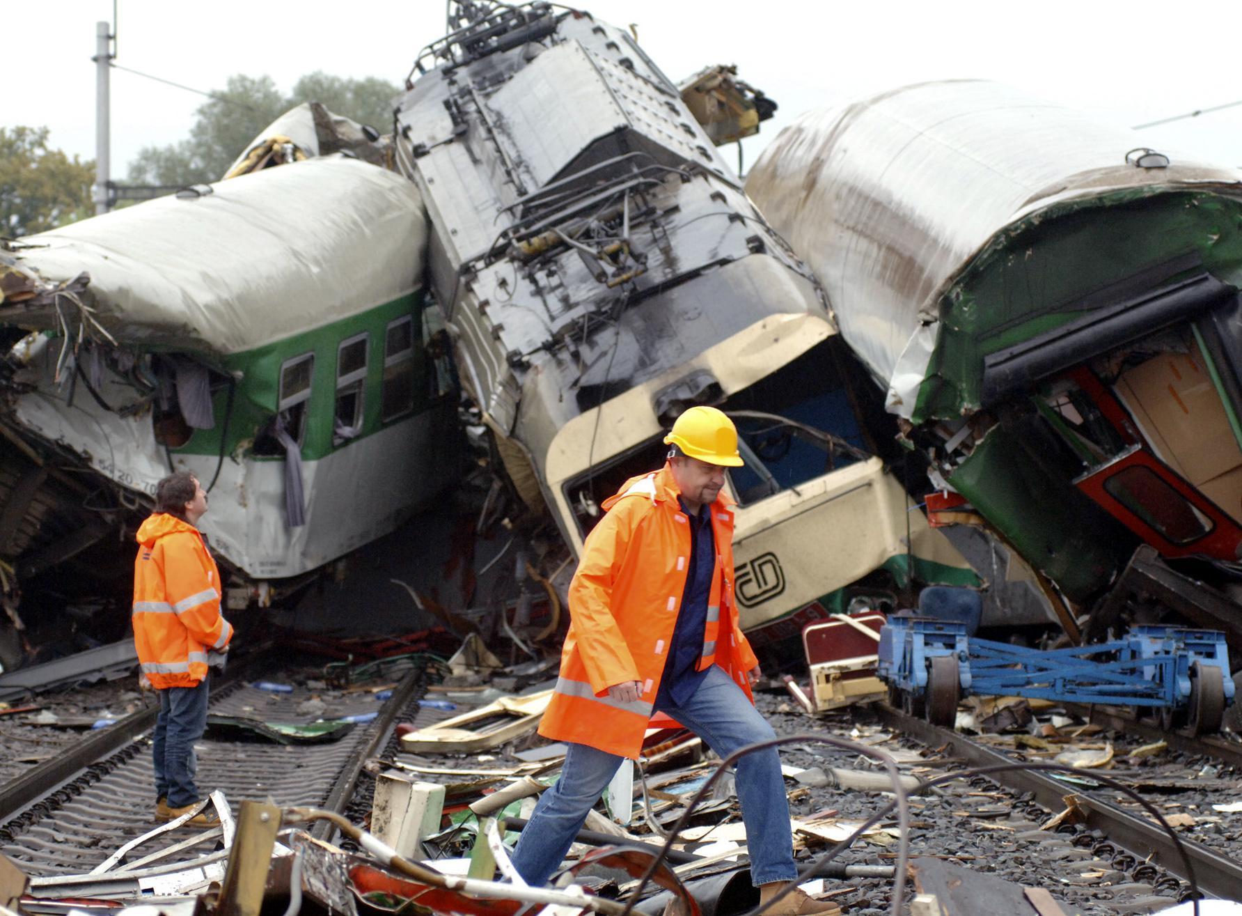 Video Ve Studénce narazil vlak do zřícené mostní konstrukce