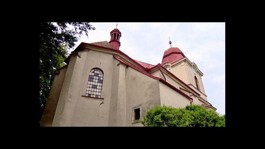 Video Kostelík ve Velkém Vřešťově ukrýval zazděnou hrobku