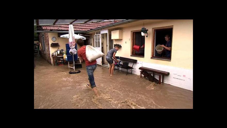 Video Podívejte se, jak lokální záplavy komplikovaly život v zemi