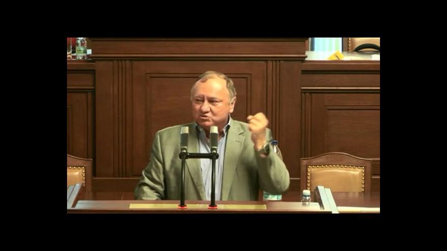 Video Nekonečný příběh: Služební zákon ve sněmovně