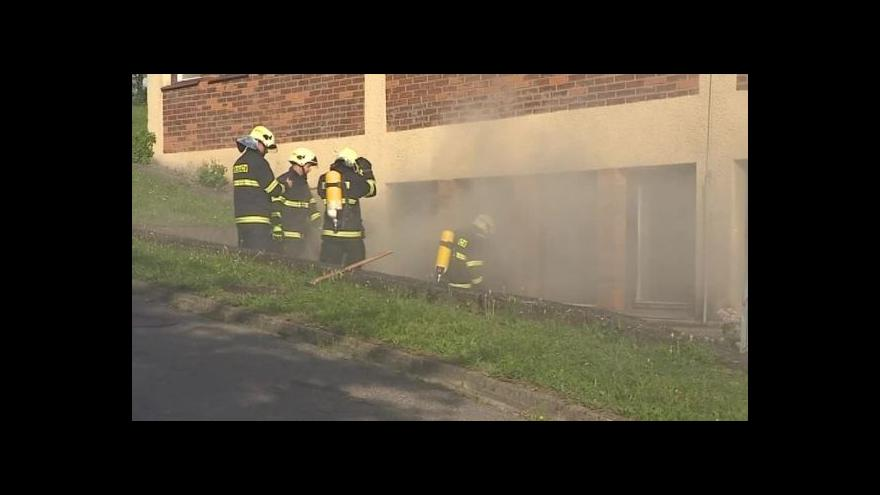 Video NO COMMENT: Požár ve filmovém skladu ve Zlíně