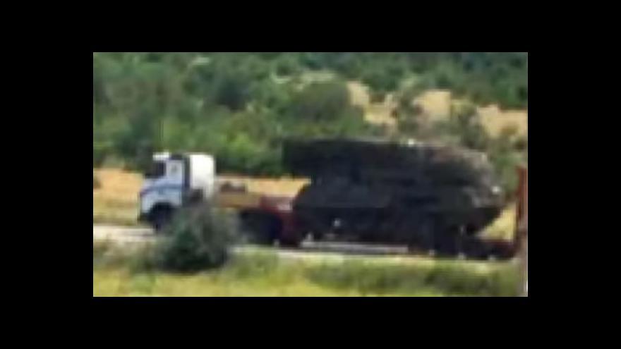 Video Události: Podle Británie povstalci vrakem manipulovali