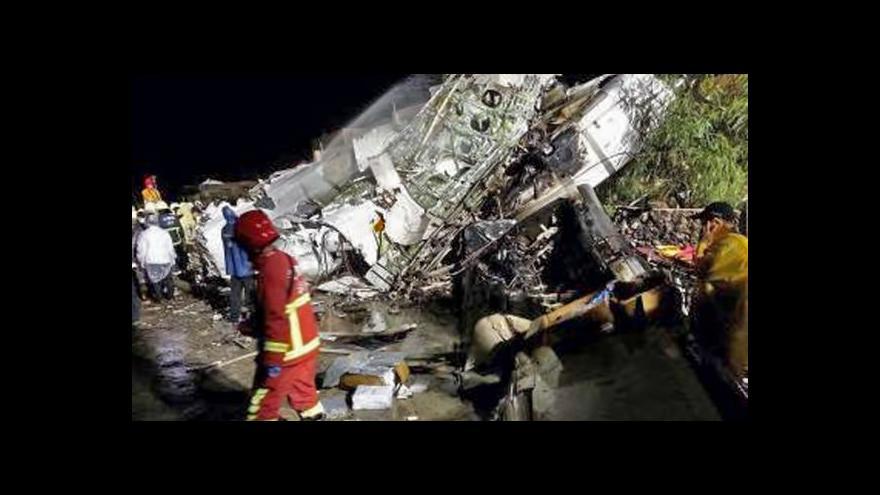 Video Události: Na Tchaj-wanu se zřítilo letadlo - 47 mrtvých