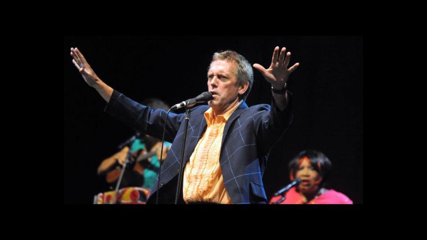 Video Hugh Laurie koncertoval v Brně