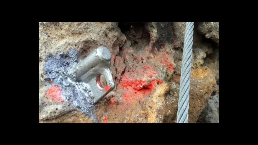 Video Děčínskou ferratu někdo poškodil. Ohrozil tím lezce