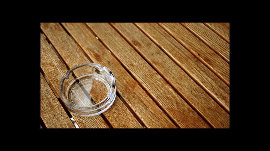 Video ANO chce do půl roku vyhnat kuřáky z hospod