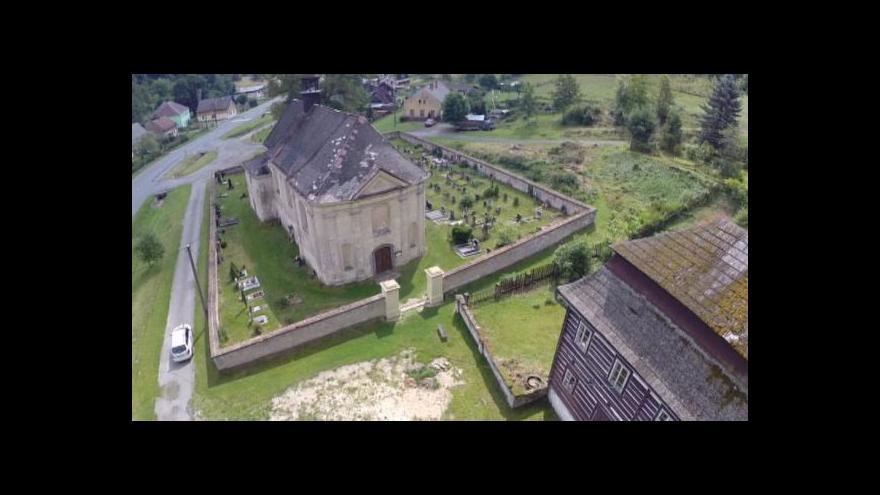 Video Církev nemá na opravu kostela, kraj se chce alespoň postarat o faru