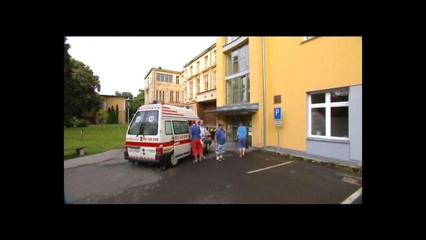 Video Pacienti opavské nemocnice se nemohou dočkat sanitek