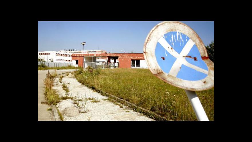 Video Armádní objekty v Jihlavě většinou chátrají