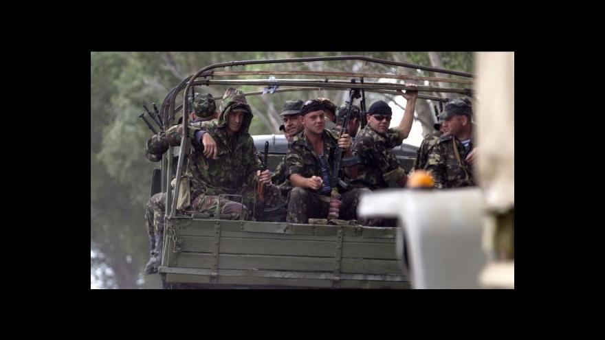 Video Dorazín: Povstalci terorizují místní obyvatelstvo
