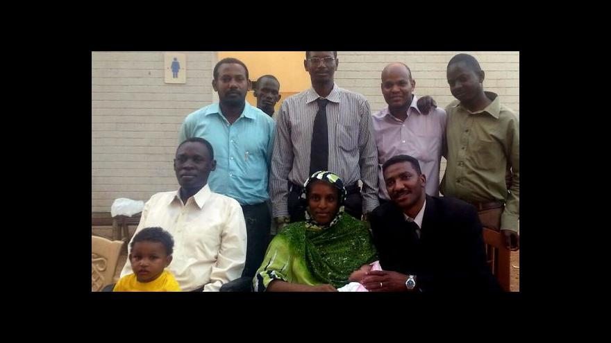 Video Propuštěná Súdánka se svěřila – dcerka asi nebude chodit
