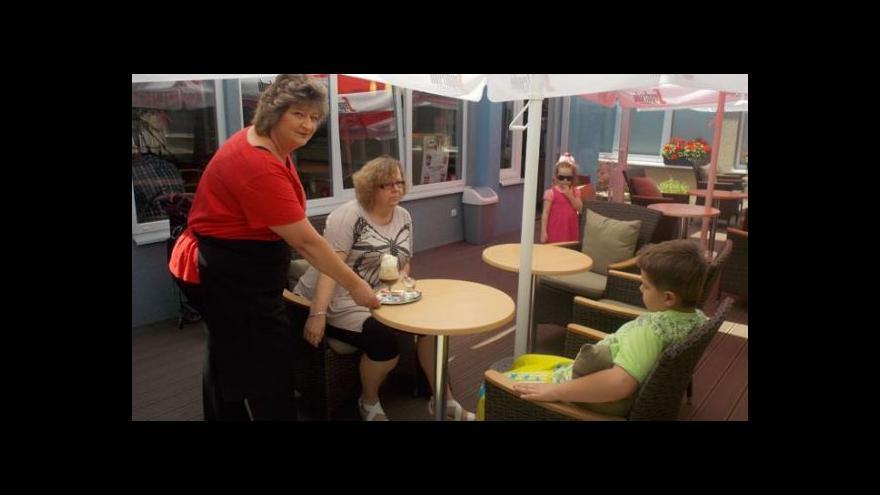 Video Kavárna Logo pomáhá lidem s vadou řeči