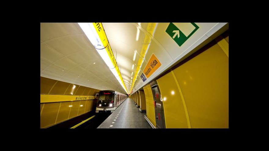 Video Metro na Národní třídě opět staví