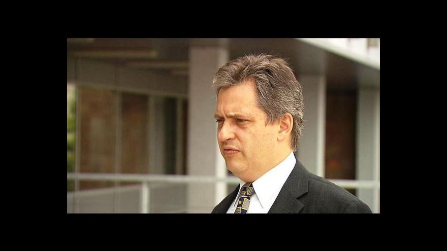 Video Dienstbier: Zeman by se neměl plést do dění v politických stranách