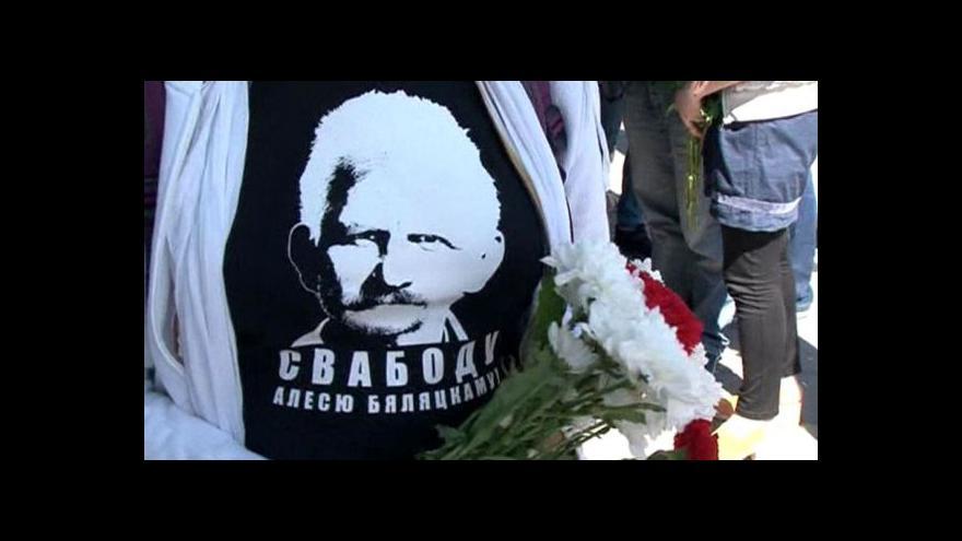 Video Propuštění běloruského disidenta Alese Bjaljackého