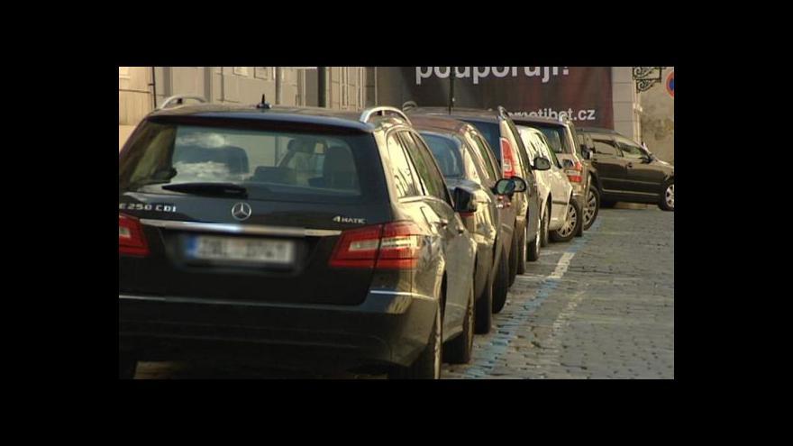 Video Poslanci schválili omezení odtahů ve městech