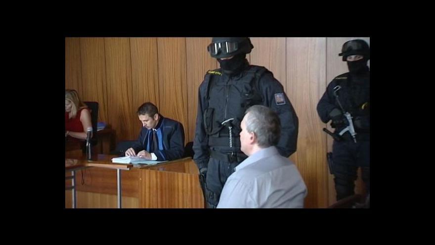 Video Šéf lihové mafie dostal podmínku za pokus uplatit dozorce