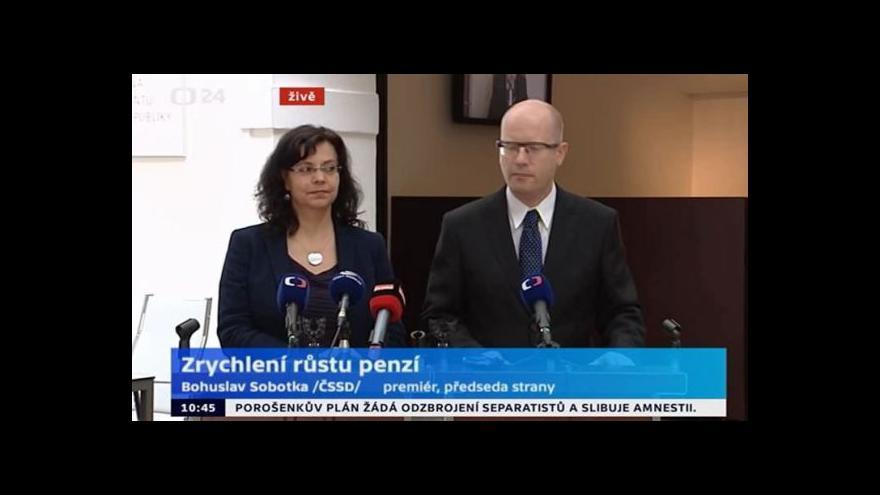 Video Brífink premiéra Sobotky a ministryně práce Marksové ke zvýšení důchodů