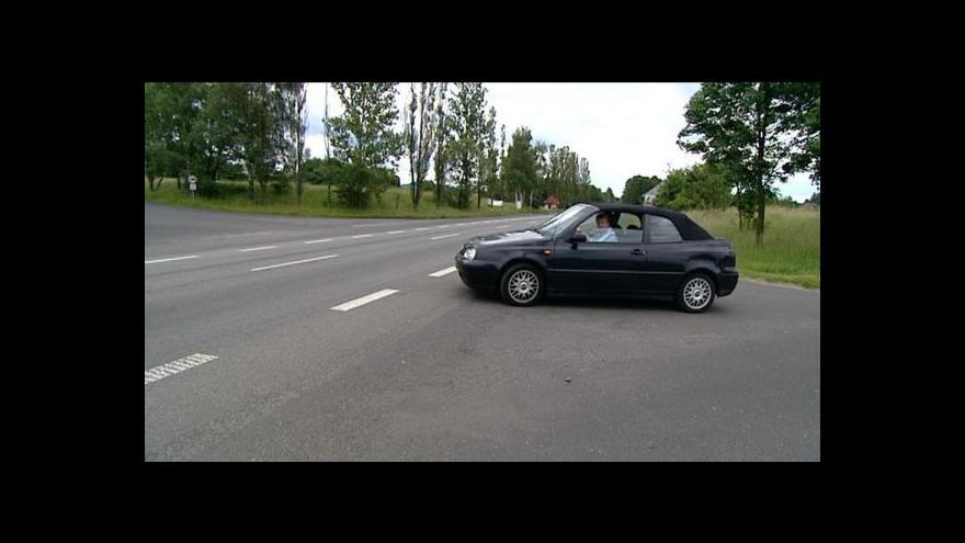 Video Starostové i řidiči kritizují nebezpečné odbočky z R6