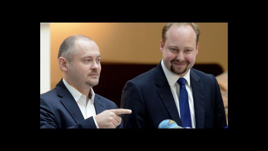 Video Vedení ČSSD schválilo referendum, návrhy Tejce neprošly