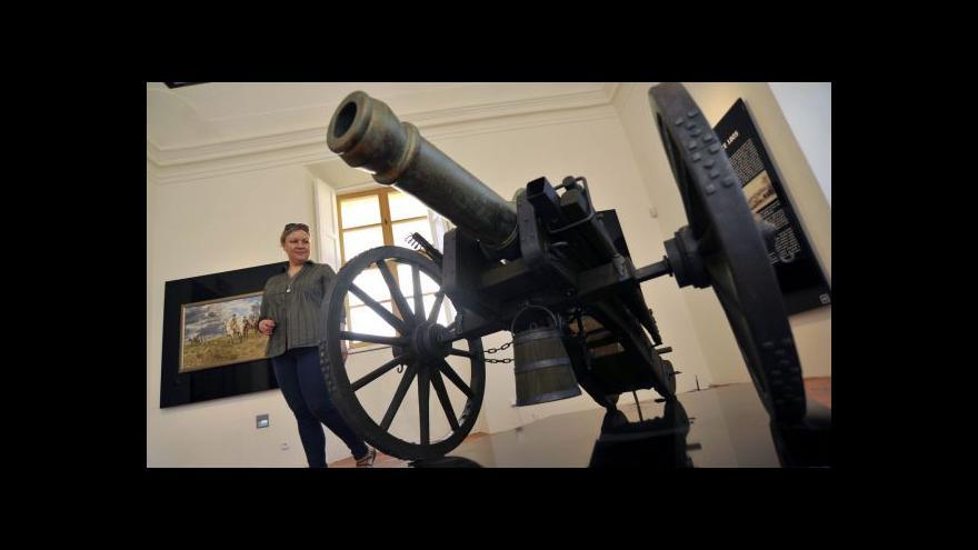 Video Sporná expozice ve Slavkově znovu otvírá