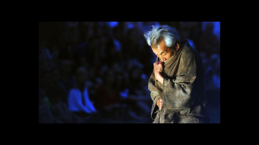 Video Min Tanaka: Snažím se komunikovat prostřednictvím těla