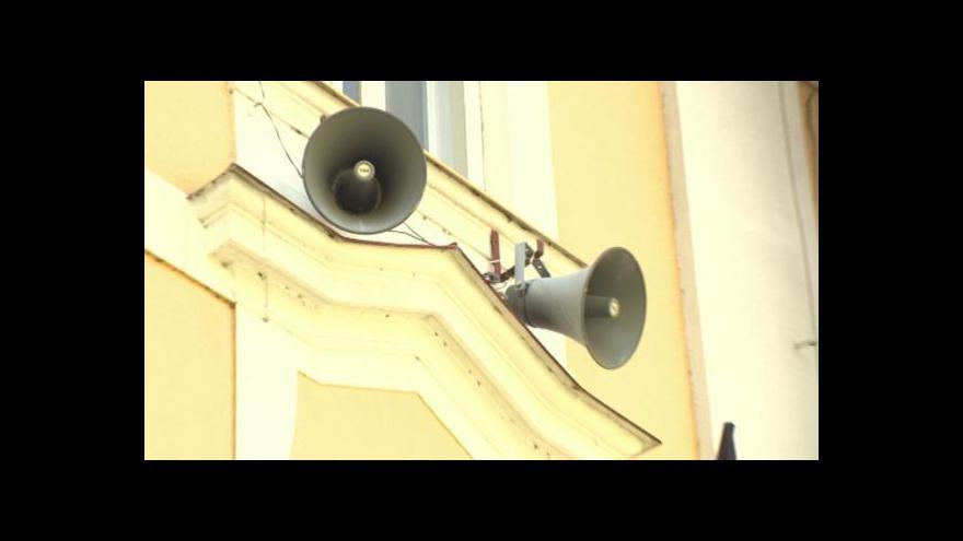 Video Chrudimští si stěžují na nesrozumitelné varování