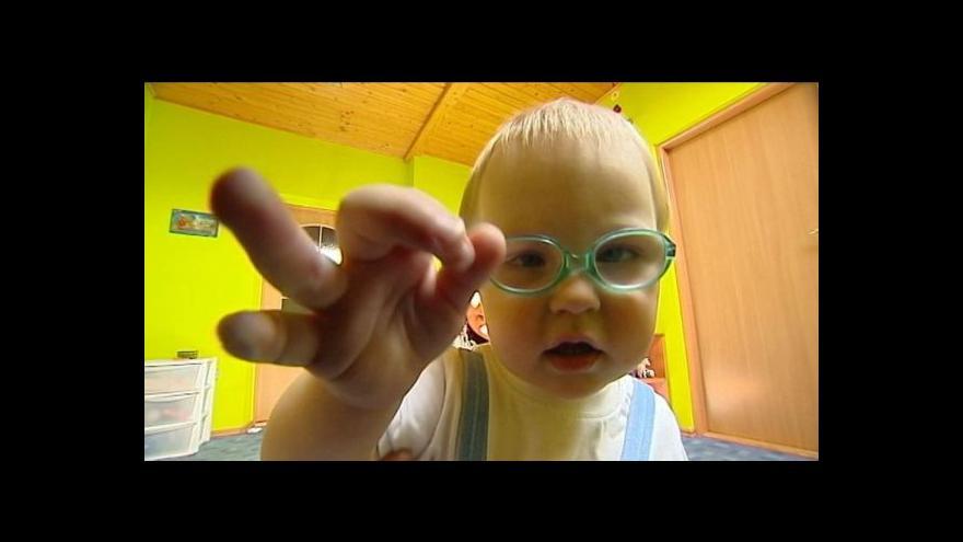 Video Děti do jednoho roku nemají nárok na příspěvek státu
