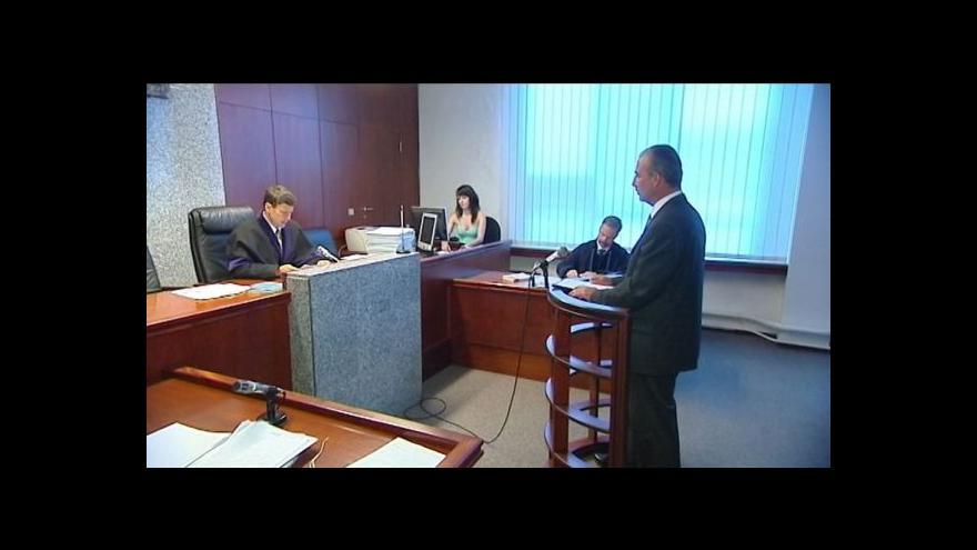 Video Obžalovaný soudce z Brna před soudem ve Frýdku-Místku.