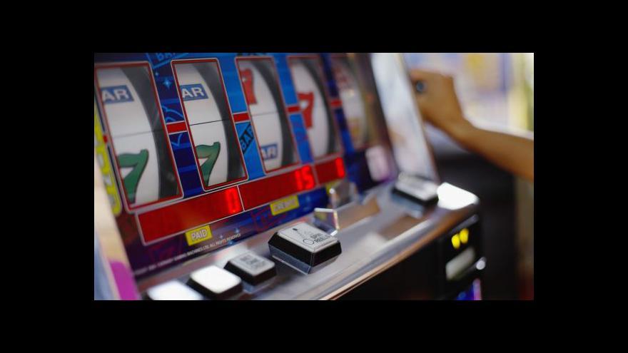 Video Reportéři ČT: Hazard s dotacemi