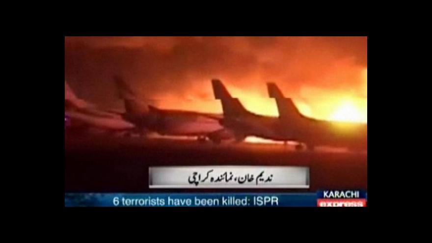 Video Události: Taliban útočil na letišti v Karáčí