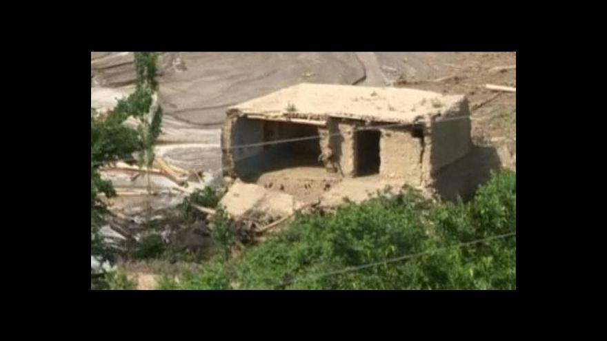 Video Bleskové záplavy v Afghánistánu připravily o domov tisíce lidí