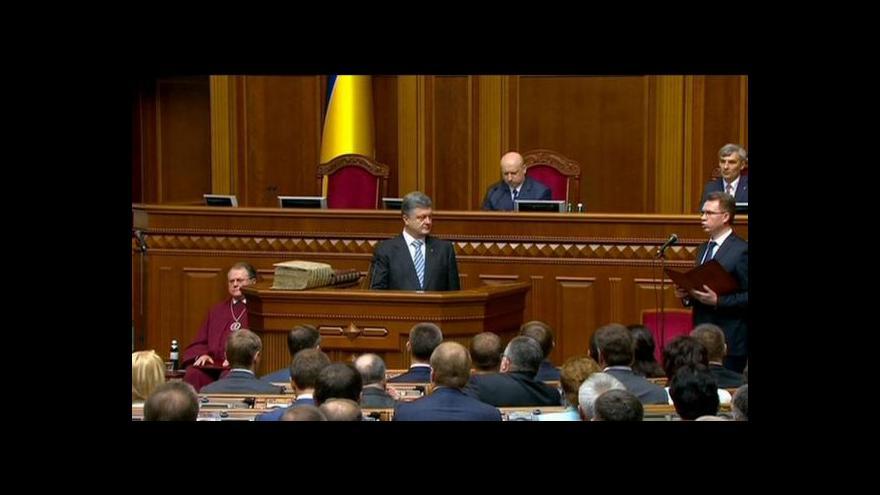 Video Porošenko je oficiálně novým prezidentem Ukrajiny
