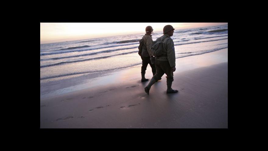 Video Oslav v Normandii se účastní také čeští vojenští nadšenci