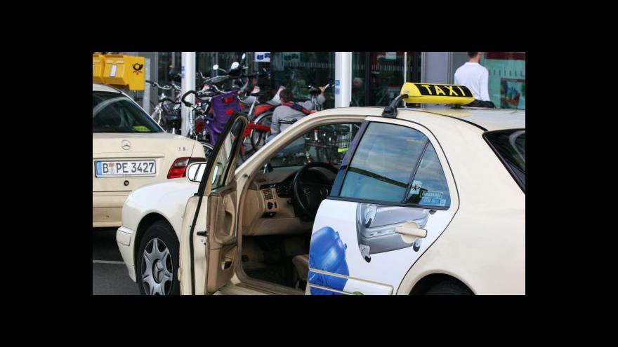 Video Berlínští taxikáři se učí být slušní