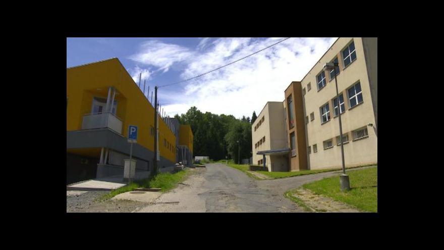Video Charitní stacionář v Ledči má díky nespokojeným rodičům konkurenci