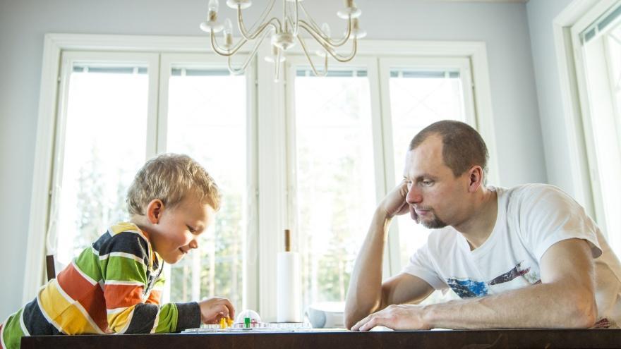 Video Přibývá otců dostávajících alimenty