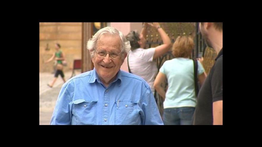 Video Noam Chomsky v Olomouci
