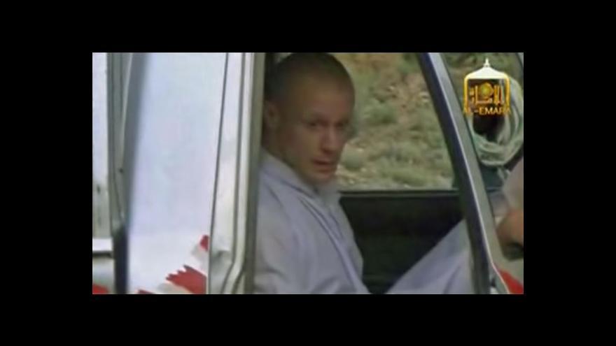 Video Taliban zveřejnil nahrávku s předáním Bergdahla