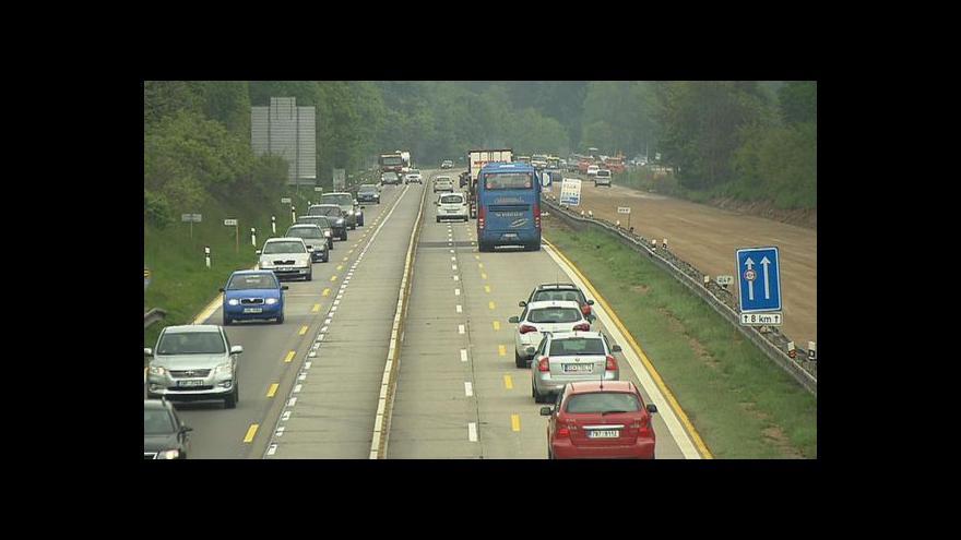 Video Policejní mluvčí: Dopravní problémy v Jihlavě hrozí již od rána