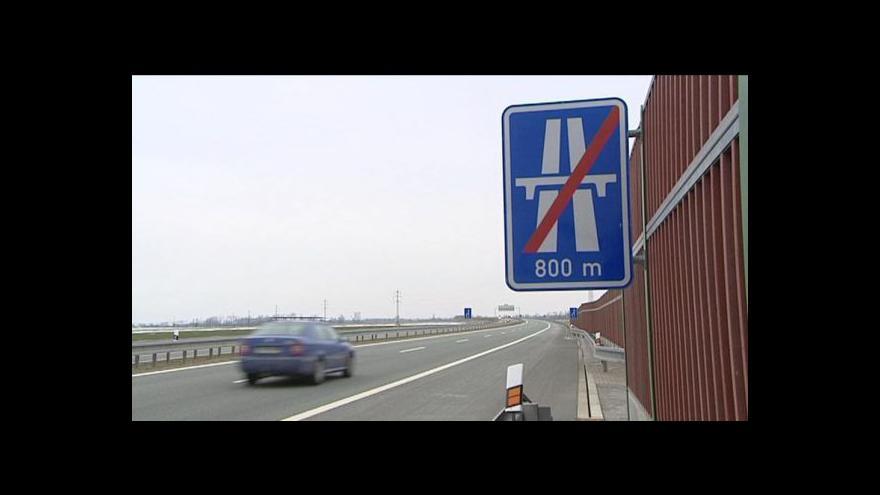 Video Do výkupu pozemků pod nedostavěnou hradeckou dálnicí zasáhne město