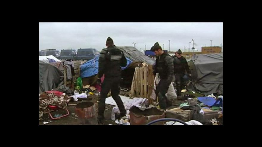 Video Francouzská policie vyklidila uprchlické tábory v Calais