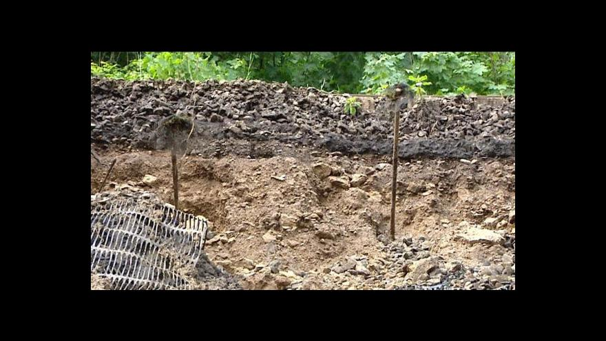Video Sesutý svah, který zastavil železniční spojení