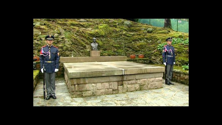 Video Část piety u hrobu prezidenta Edvarda Beneše