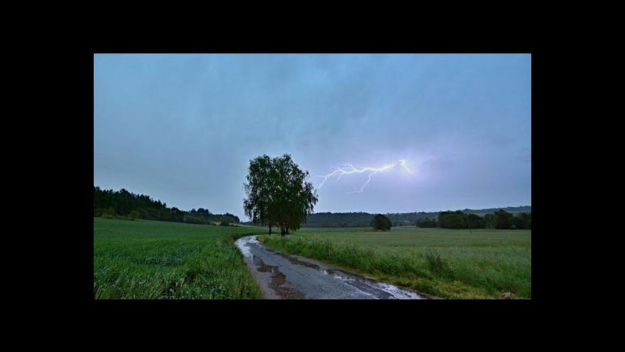 Video Události: Českem se prohnaly silné bouřky a přívalové deště