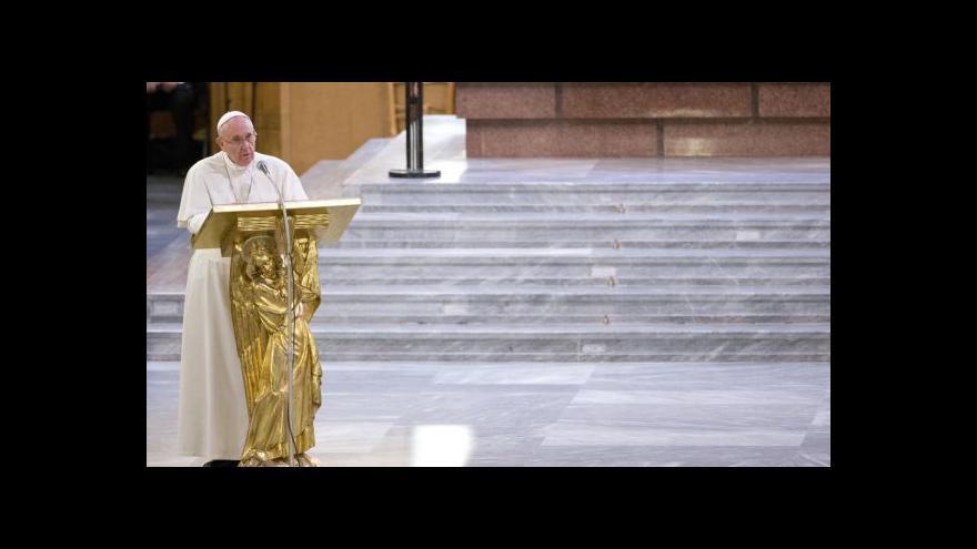 Video Církev pachatele potrestá, ujistil František