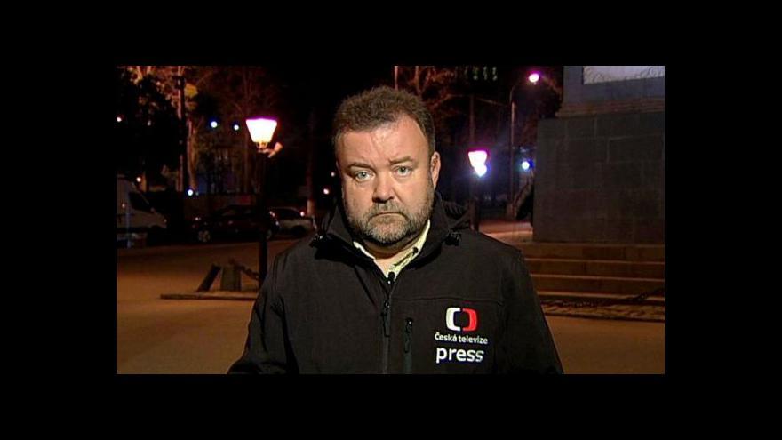 Video Karas: Lidé se marně snaží dostat do volebních místností